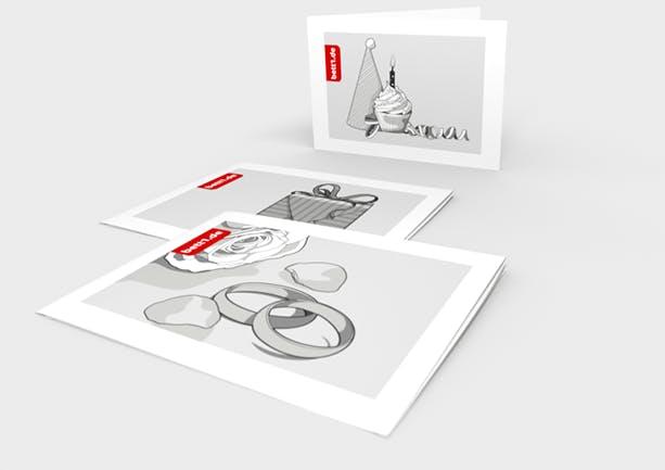 Drei bett1.de Geschenkgutscheine mit verschiedenen Motiven: Hochzeitsringe, Geschenkpaket, Geburtstagstörtchen